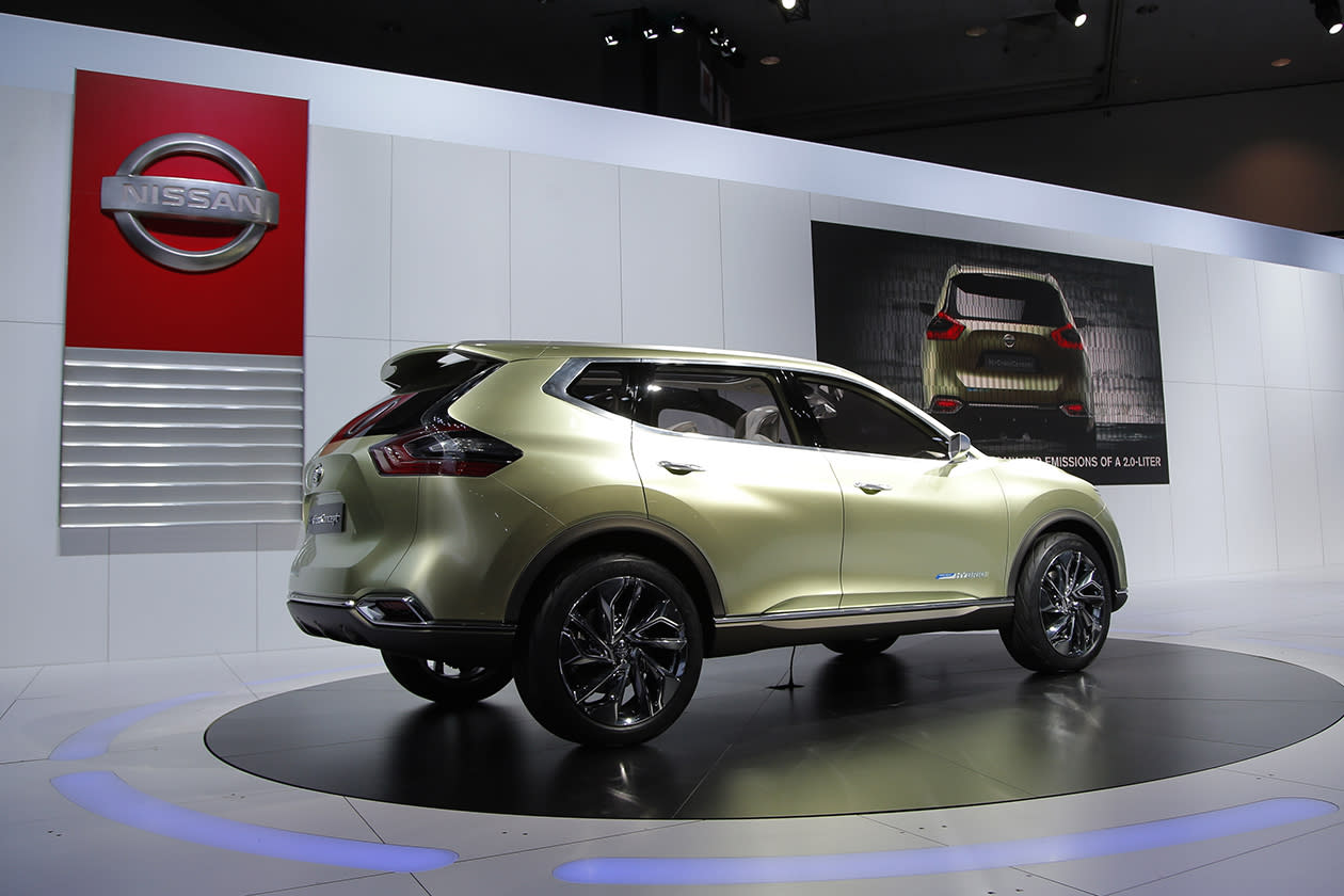 <b>Nissan Hi-Cross hybrid</b><br><br>The Nissan Hi-Cross hybrid concept is unveiled at the LA Auto Show.