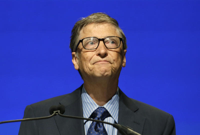 Gates chokes up at Ballmer's shareholder goodbye