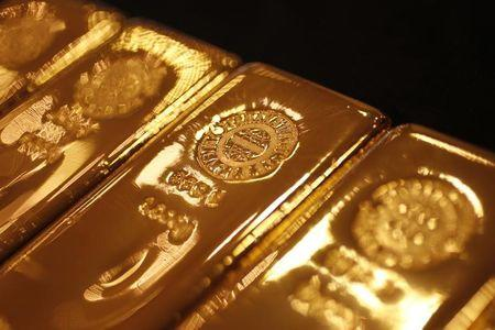 Gold lacklustre, investors wary ahead of French vote
