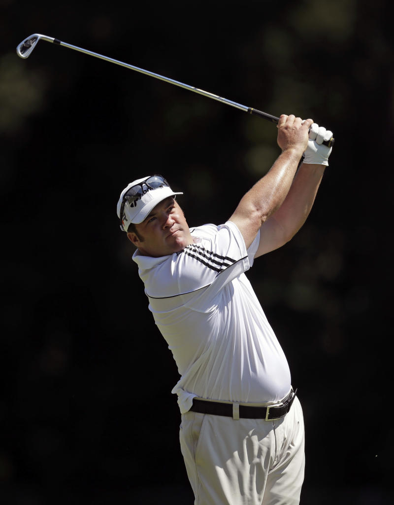Hadley takes 2-shot lead into the weekend