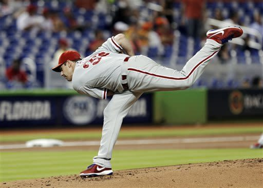 Lee pitches 3-hitter, Phillies blank Marlins 3-0