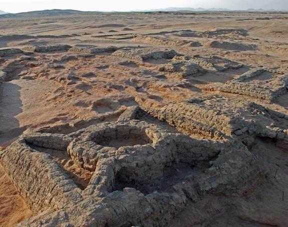 Among the discoveries are pyramids with a circle built inside them, cross-braces connecting the circle to the corners of the pyramid. Outside of Sedeinga only one pyramid is known to have been built in this way.