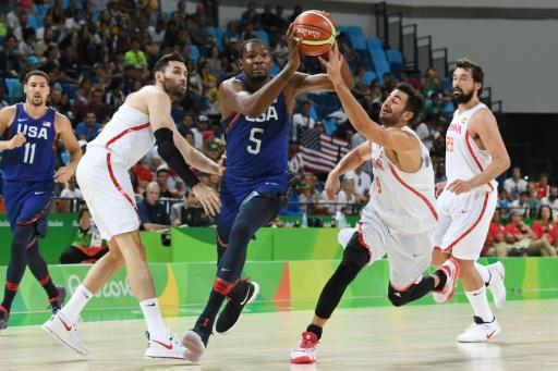 Kevin Durant (C), who helped the USA to a gold medal during the Rio Olympics, joins Stephen Curry at the Golden State Warriors