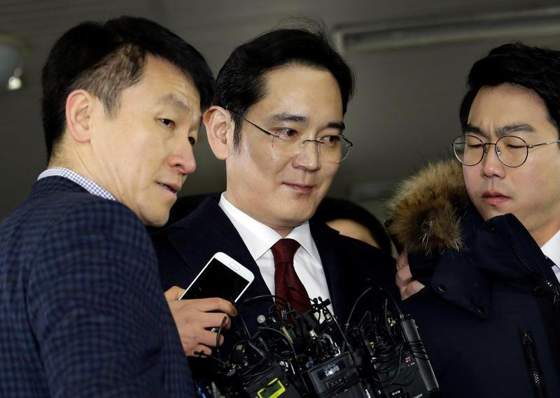 Samsung leader quizzed for over 22 hours in South Korea corruption scandal