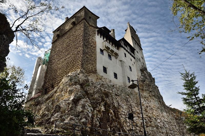 Romania: 2 Canadians to sleep in coffins at Dracula's Castle