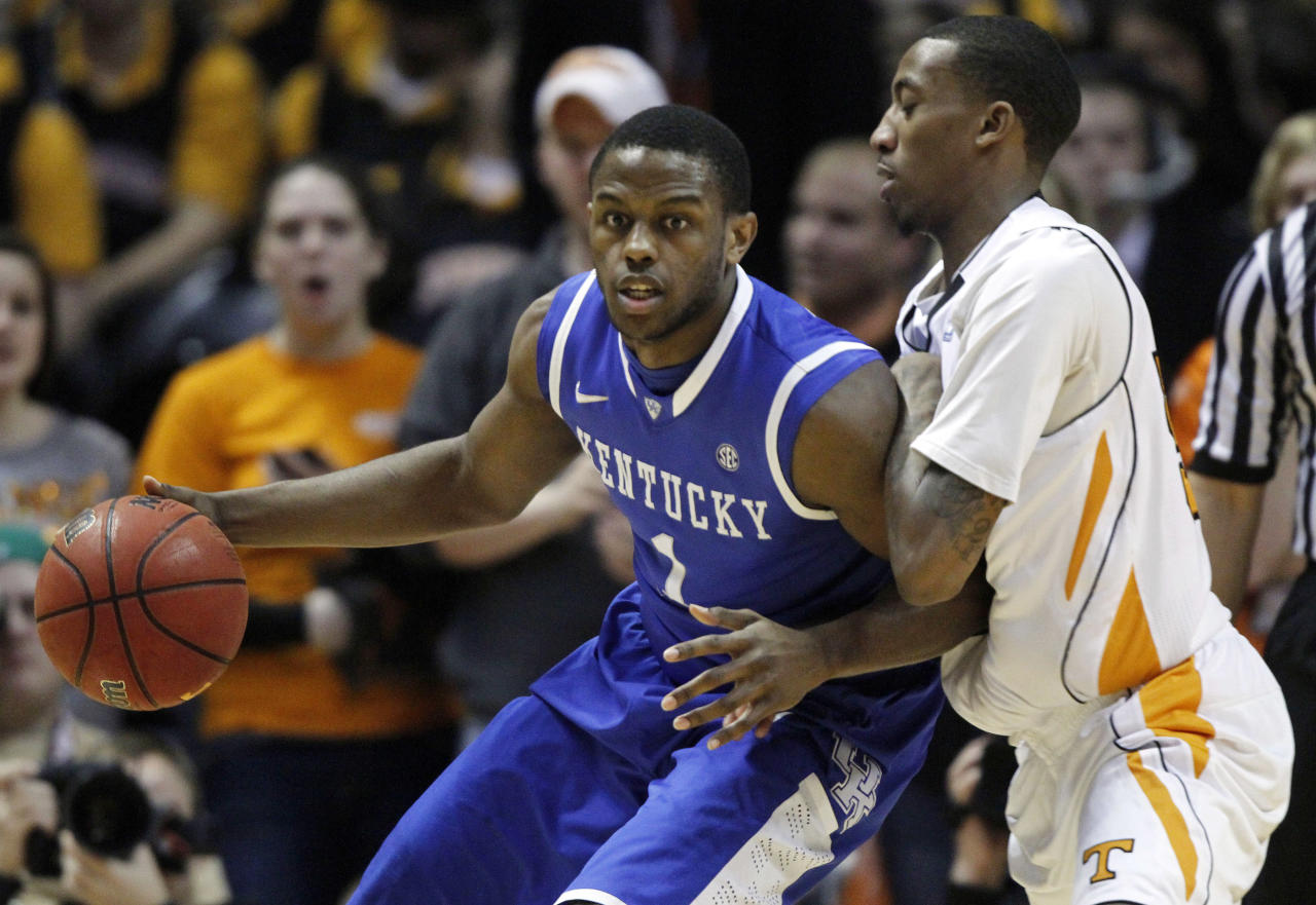 Kentucky's' Darius Miller (1) works the ball against Tennessee's Jordan McRae during the first half of an NCAA college basketball game on Saturday, Jan. 14, 2012, in Knoxville, Tenn. (AP Photo/Wade Payne)
