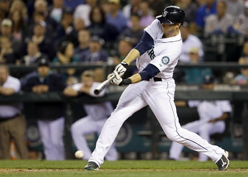 Saunders' infield hit lifts M's over Astros 3-1