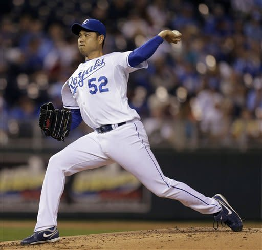 Kansas City Royals starting pitcher Bruce Chen throws during the second inning of a baseball game against the Chicago White Sox Wednesday, Sept. 19, 2012, in Kansas City, Mo. (AP Photo/Charlie Riedel)