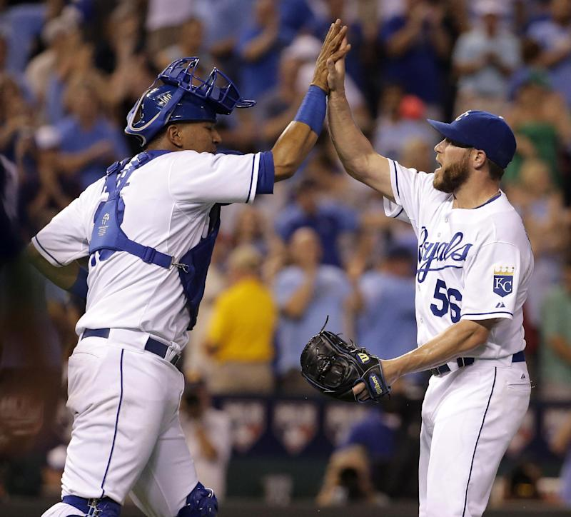 Royals score 6 runs in 8th to beat Twins 6-1