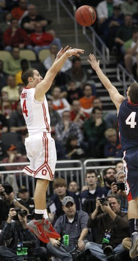 Ohio State's Aaron Craft, left, tries a three point shot as Gonzaga's Kevin Pangos defends in the first half of an NCAA tournament third-round college basketball game  Saturday, March 17, 2012 in Pittsburgh. (AP Photo/Keith Srakocic)