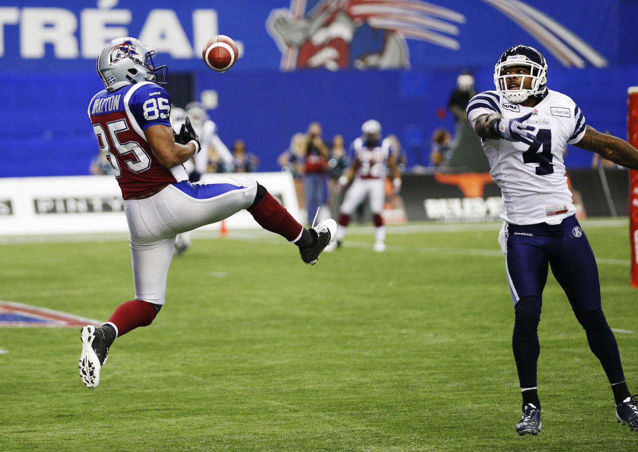 Montreal Alouettes Brian Bratton (L) misses a catch in the endzone as Toronto Argonauts Pacino Horne defends him during the second half of CFL's Eastern Conference Final football game in Montreal, November 18, 2012.  REUTERS/Mathieu Belanger (CANADA  - Tags: SPORT FOOTBALL)