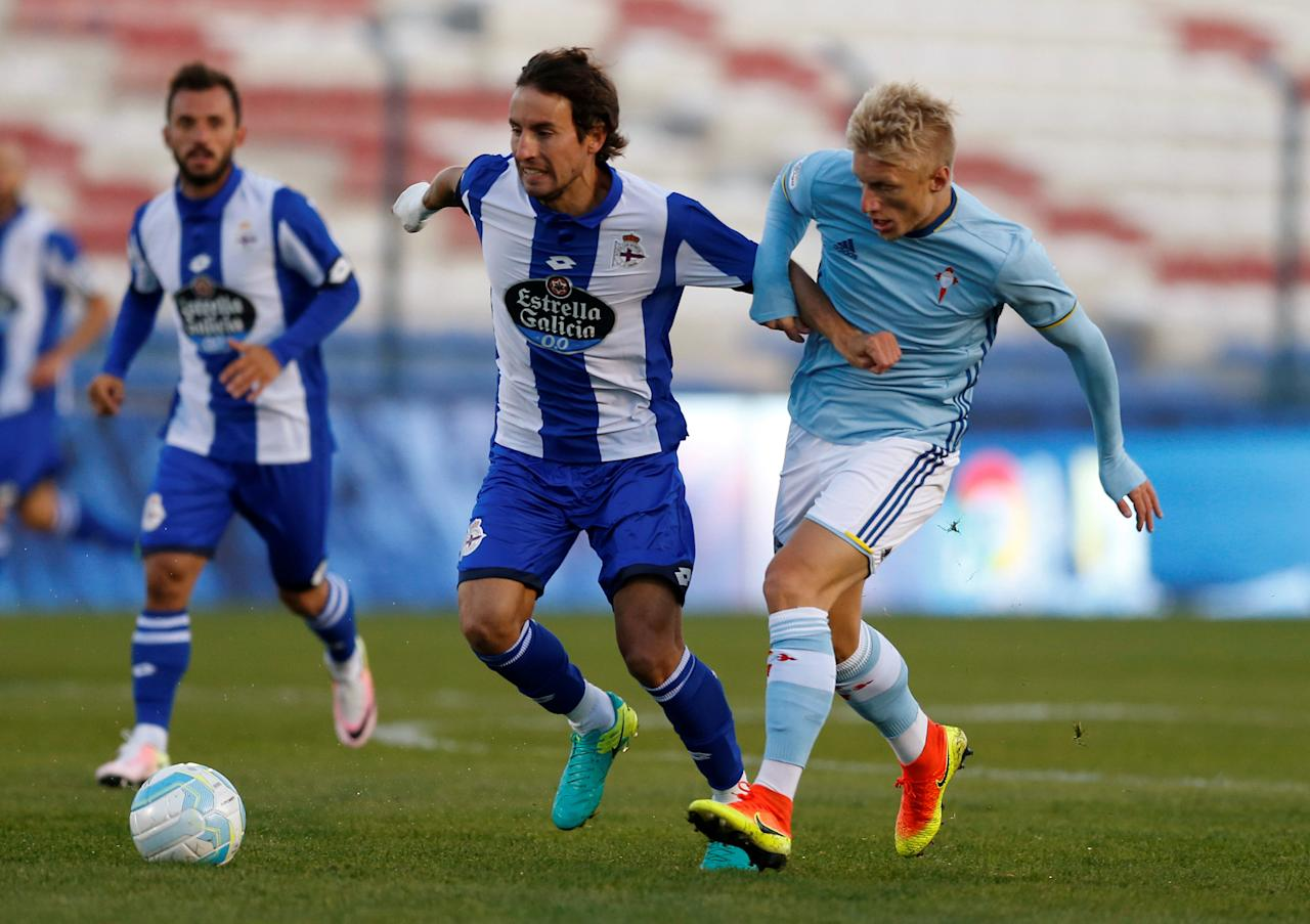 Football Soccer - Deportivo v Celta Vigo - Friendly match - Montevideo, Uruguay- Gran Parque Central stadium. - 21/07/16. Deportivo's Pedro Mosquera (C) and Celta Vigo's Daniel Wass (R). REUTERS/Andres Stapff