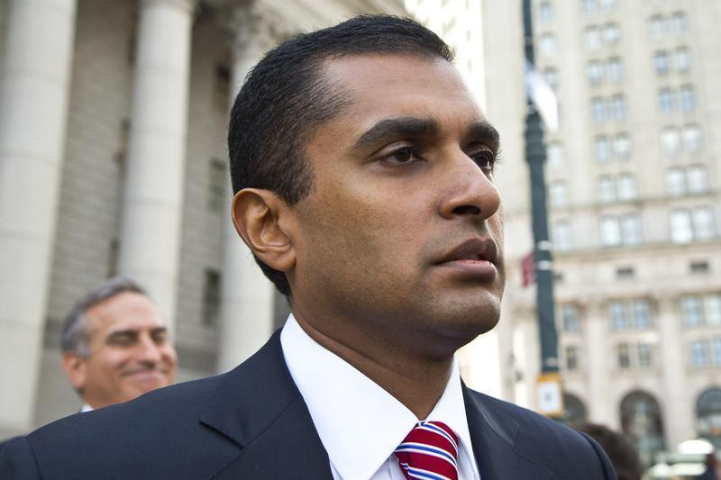 Mathew Martoma leaves Manhattan Federal Court after facing charges on an insider trading scheme in New York