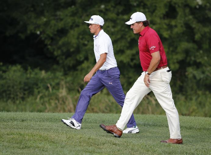 Just like that, Mickelson part of the mix at PGA