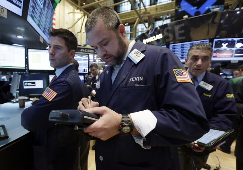 Apple, other tech stocks lift the broader market