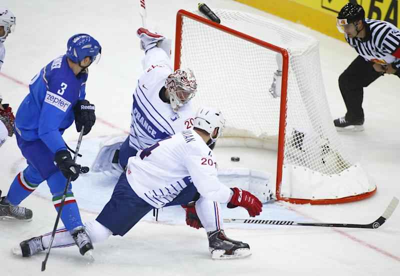 Defending champ Sweden, Russia win at worlds