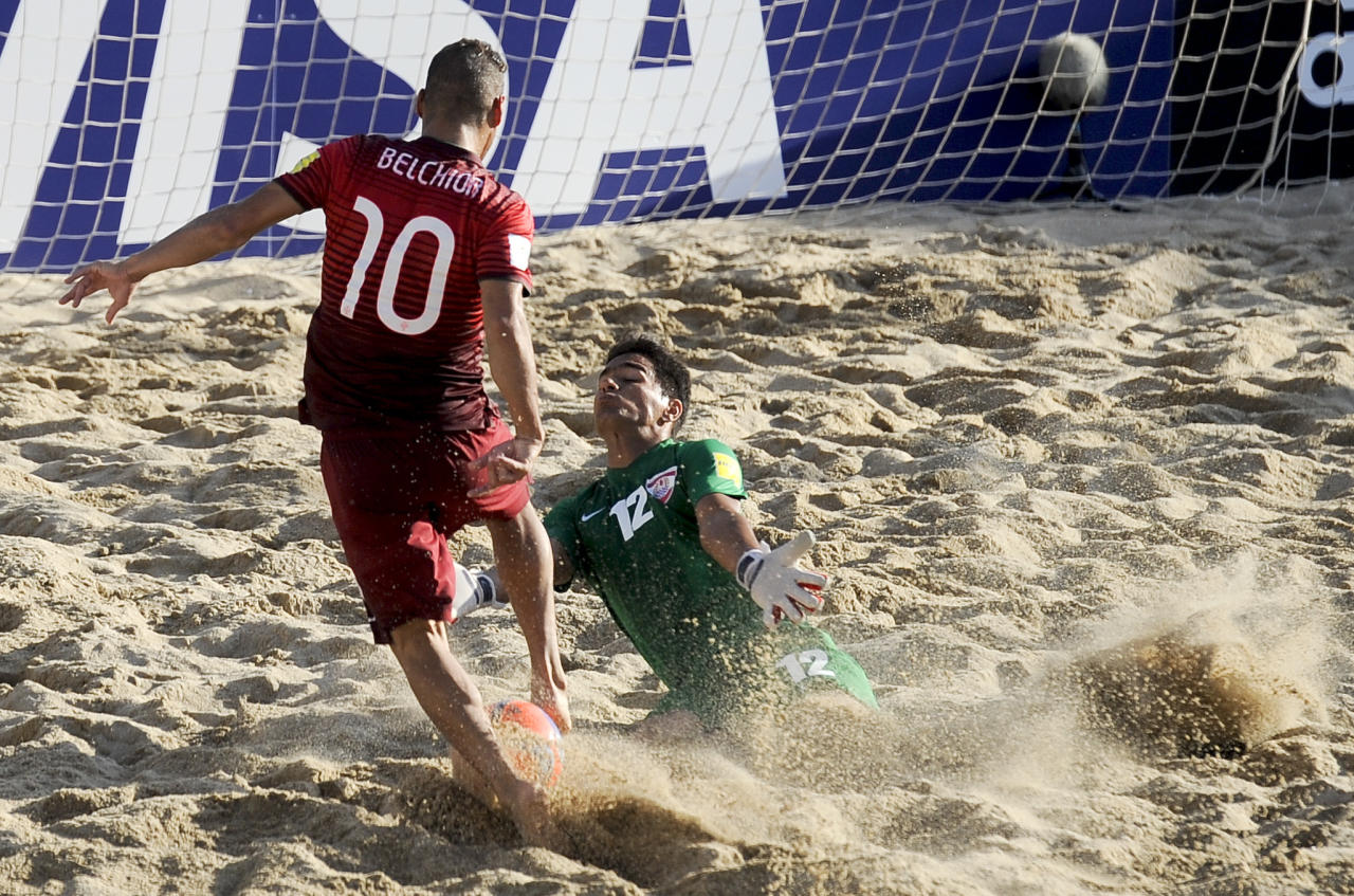 Tahiti's goalkeeper Beo vies for the ball with Portugal's Belchior during their FIFA Beach Soccer World Cup final match in Espinho, Portugal, Sunday, July 19, 2015. Portugal won 5-3.(AP Photo/Paulo Duarte)