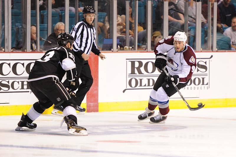 Landeskog scores 2 in 2nd as Avalanche beat Kings