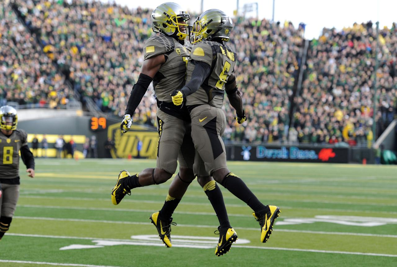 EUGENE, OR - NOVEMBER 16: Running back De'Anthony Thomas #6 of the Oregon Ducks celebrates with wide receiver Bralon Addison #11 of the Oregon Ducks after catching a touchdown pass during the first quarter of the game against the Utah Utes at Autzen Stadium on November 16, 2013 in Eugene, Oregon. (Photo by Steve Dykes/Getty Images)