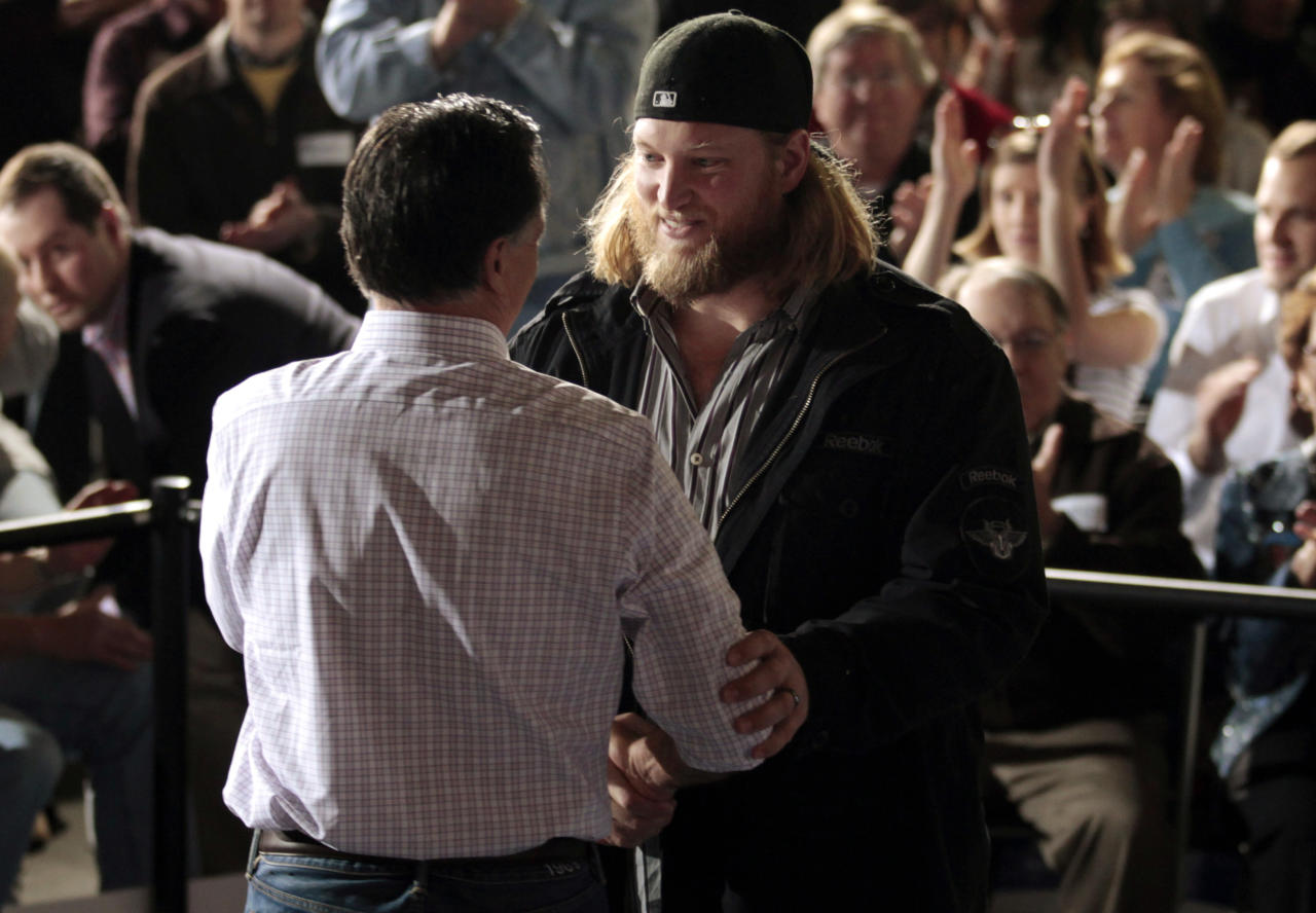New York Jets center Nick Mangold (R) introduces Republican presidential candidate and former Massachusetts Governor Mitt Romney at a town hall meeting campaign stop at USAeroteam in Dayton, Ohio March 3, 2012.  REUTERS/Brian Snyder  (UNITED STATES - Tags: POLITICS ELECTIONS SPORT FOOTBALL)