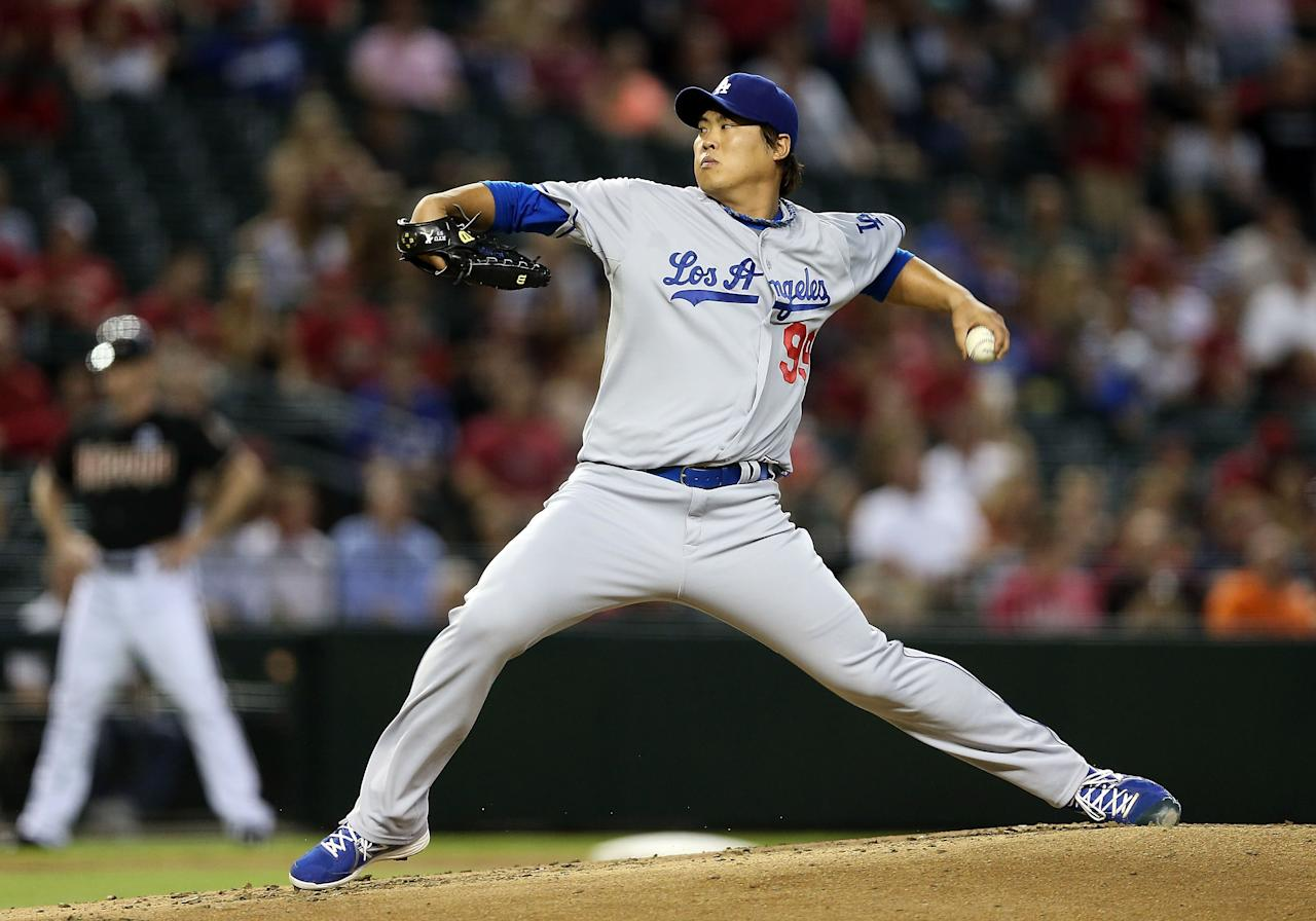 PHOENIX, AZ - JULY 10: Starting pitcher Hyun-Jin Ryu #99 of the Los Angeles Dodgers pitches against the Arizona Diamondbacks during the MLB game at Chase Field on July 10, 2013 in Phoenix, Arizona. (Photo by Christian Petersen/Getty Images)