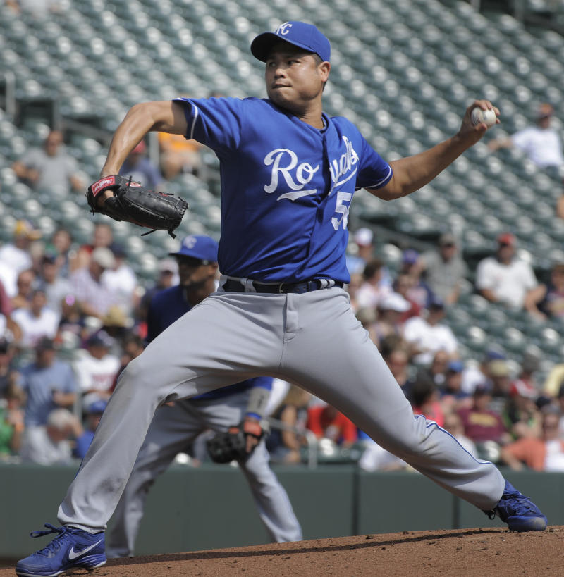Royals beat Twins, sweep series for 5th win in row