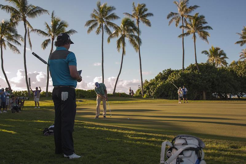 Sang-Moon Bae takes a 1-shot lead at Sony Open