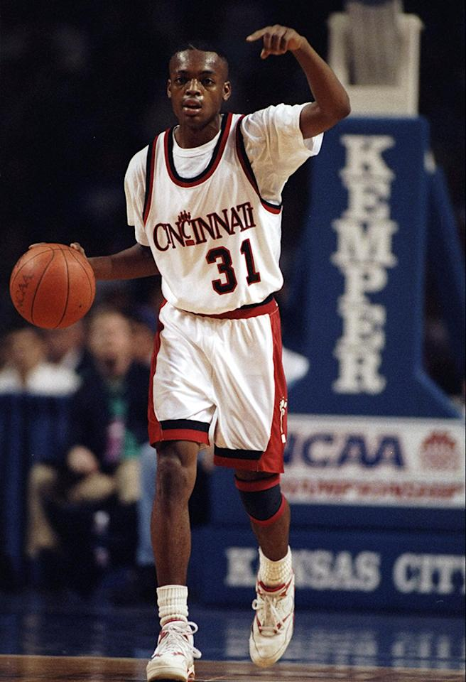 Guard Nick Van Exel of the Cincinnati Bearcats in action during a playoff game against the University of Texas El Paso Miners on March 27, 1992.