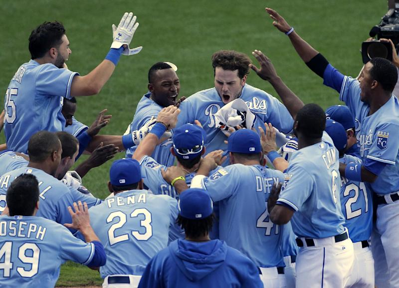 Moustakas' HR in 13th lifts Royals past Mariners