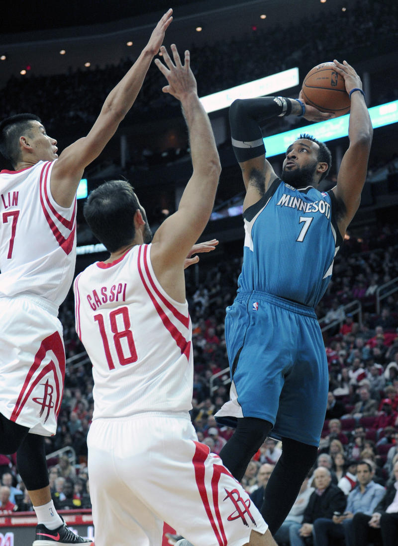 Wolves announce Derrick Williams trade to Kings