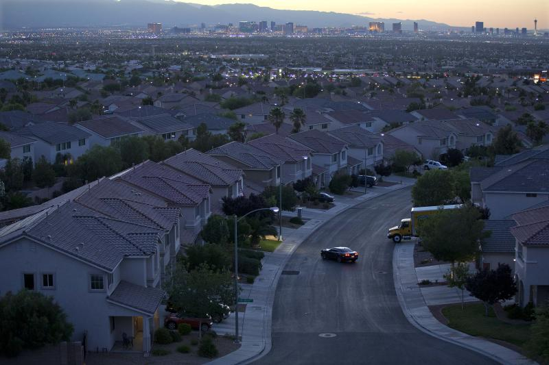US rate on 30-year mortgage falls to 3.93 pct.