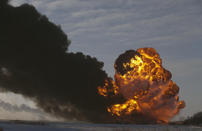 Warning issued about oil shipped from ND, Mont.