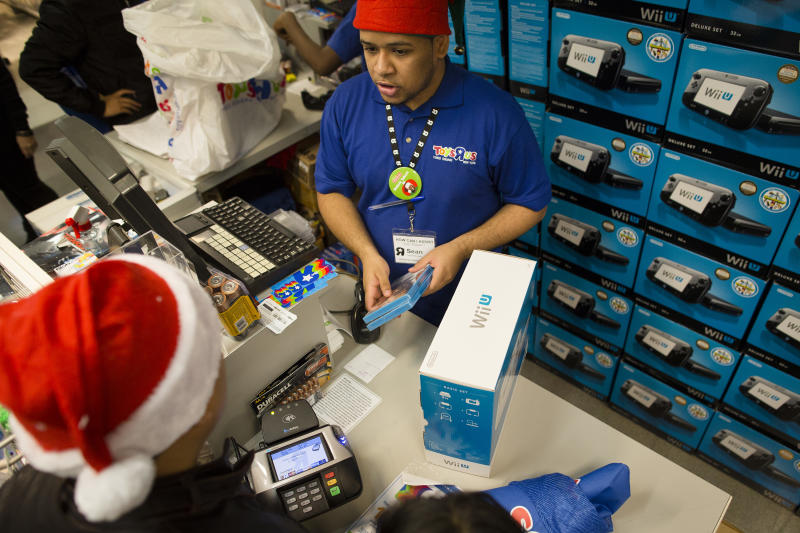US holiday sales slowly pick up after Sandy