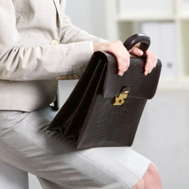 Businesswoman-sitting-with-briefcase_web