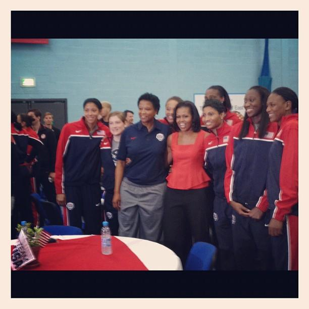 First Lady @MichelleObama meets with the #TeamUSA women's basketball team.