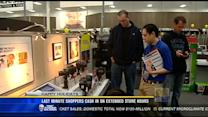 Last minute shoppers cash in on extended store hours