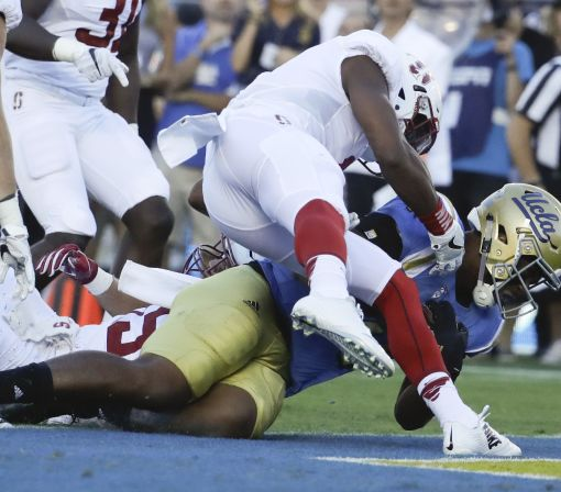Refs inexplicably miss targeting penalty on brutal UCLA hit