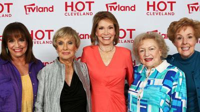 Valerie Harper Reunites With Co-stars