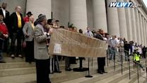 Hundreds rally for Medicaid expansion