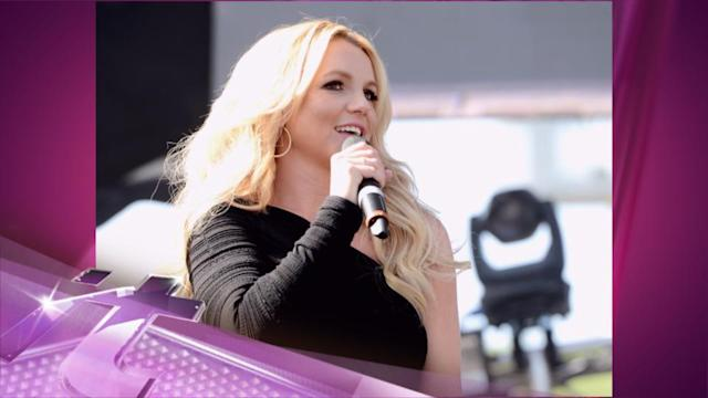 Entertainment News Pop: Britney Spears -- Fit to Be a Bikini Mom