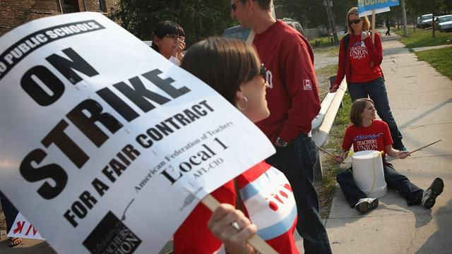 Chicago teachers vote to suspend strike