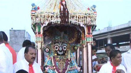 Modi flags off Jagannath Rath Yatra in Ahmedabad