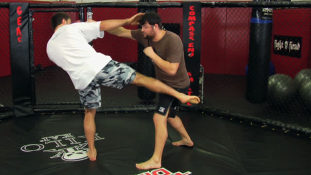 MMA tips: Striking combinations with Andrei Arlovski