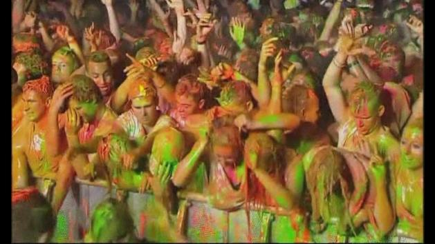 People covered in paint: World record broken