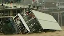 Restaurant boat capsizes in China