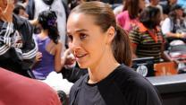 Spurs hire WNBA star Becky Hammon