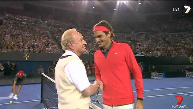 Federer plays with Rod Laver