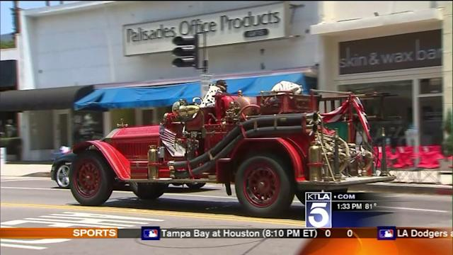 Parade-goers Flock to Pacific Palisades