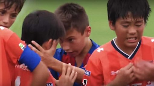 Barcelona youth team adorably consoles crying Japanese opponents
