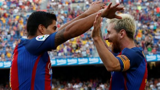 Barcelona does Barca things, wins La Liga opener 6-2 (video)